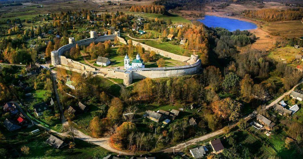 01 1024x538 - Visitando a aldeia medieval russa
