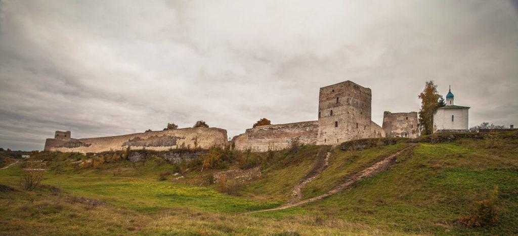 02 1024x467 - Visitando a aldeia medieval russa