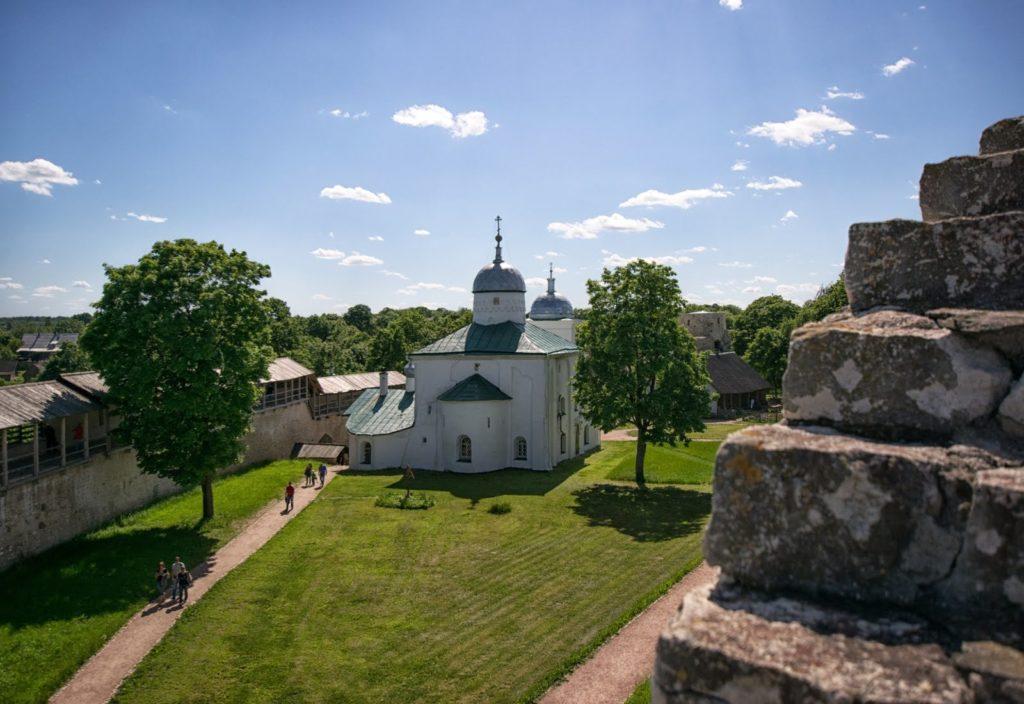 12 1024x704 - Visitando a aldeia medieval russa