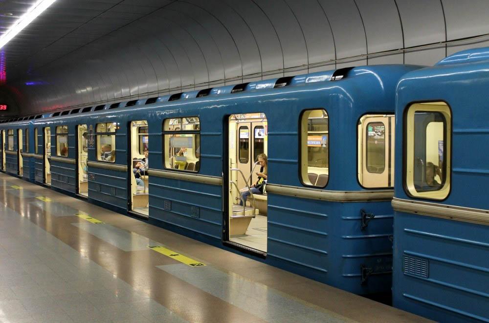 brasileiros na siberia 1 - O metrô em Novosibirsk